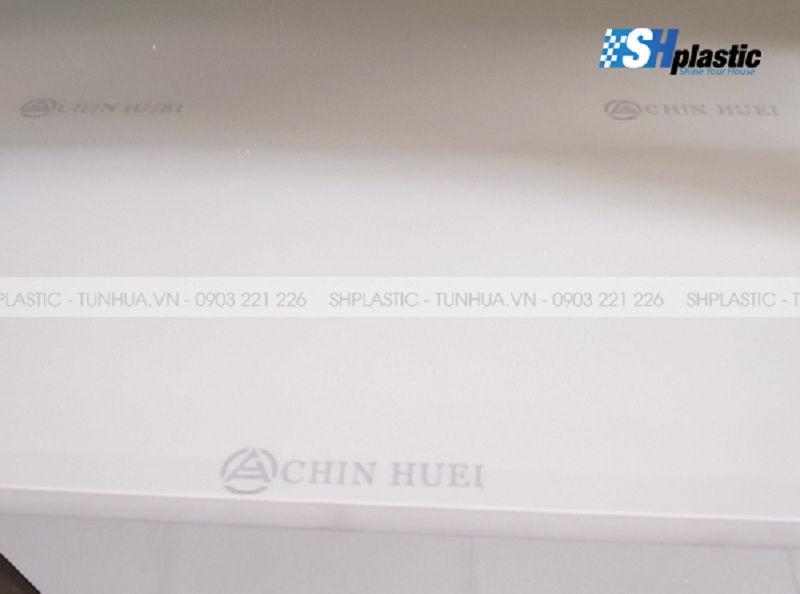 Tủ nhựa Đài Loan chính hãng có logo Chinhuei in chìm mờ trên bề mặt các tấm nhựa